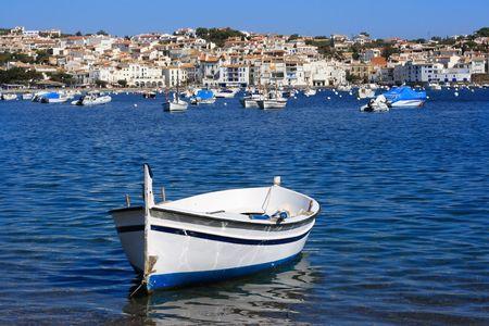 costa brava: Vieux bateau � Cadaqu�s (Costa Brava, Catalogne, Espagne)