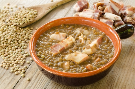 lentilha: Sopa de lentilha e bacon Banco de Imagens