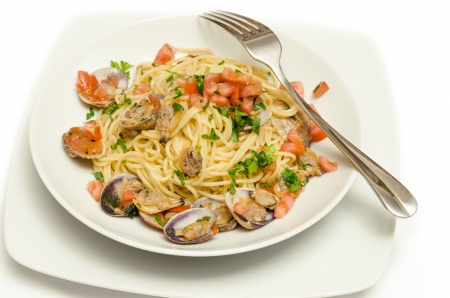 pastasciutta: Spaghetti with clams and fresh tomato
