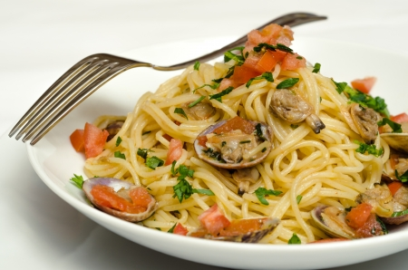 Spaghetti with clams and fresh tomato