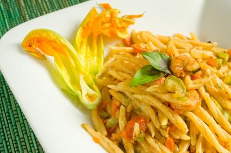 mediterrane k�che: Trofie mit Zucchinibl�ten und Garnelen Sauce, mediterrane K�che