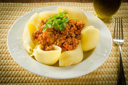 İtalyan mutfağı: Lumaconi with ragout sauce, italian cuisine Stok Fotoğraf