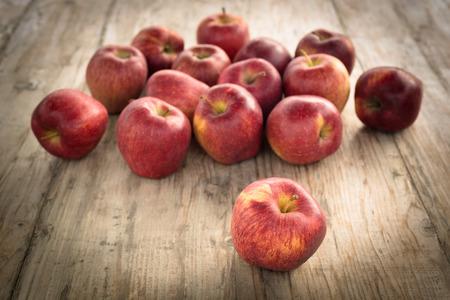 stark: Stark apples on wooden table
