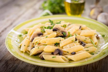 comida italiana: Penne with mushrooms, mushroom pasta, Italian Food Foto de archivo