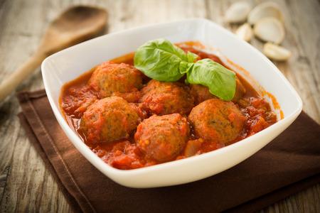 Rindfleisch Frikadellen mit Tomatensauce