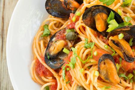 salsa de tomate: Espaguetis con mejillones y salsa de tomate