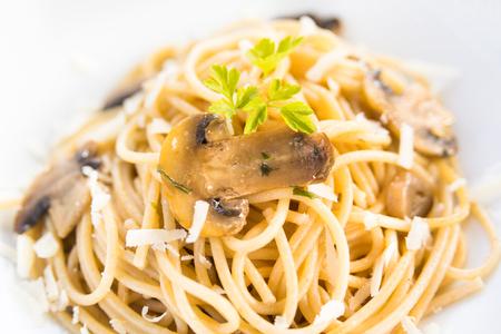 Spaghetti with mushrooms and cheese Archivio Fotografico - 109222621