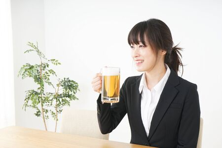 Businesswoman in suit cracking a beer 免版税图像