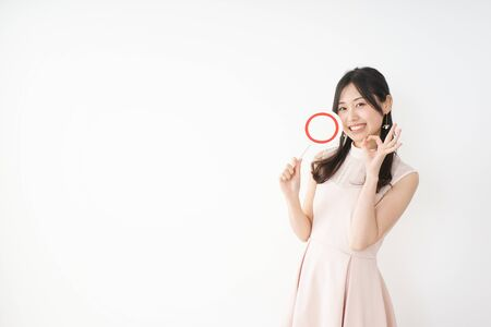 Young woman showing the circle sign Standard-Bild