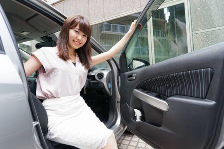 Woman get off car