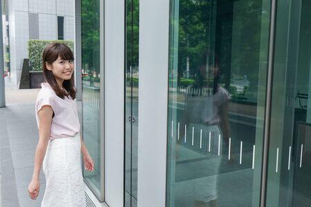 Business woman walking Banco de Imagens