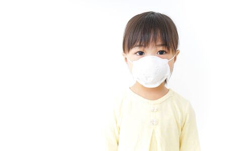 A child wearing a face mask Stockfoto
