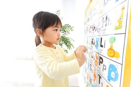 A child studying English Standard-Bild