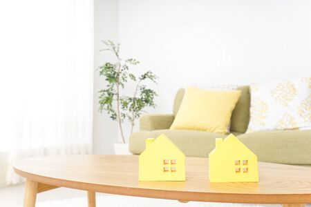 house hunting image Standard-Bild - 130728129