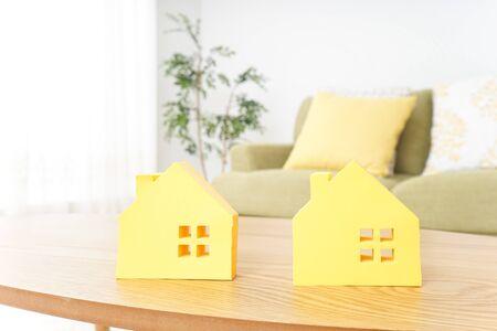 house hunting image Standard-Bild - 130728644