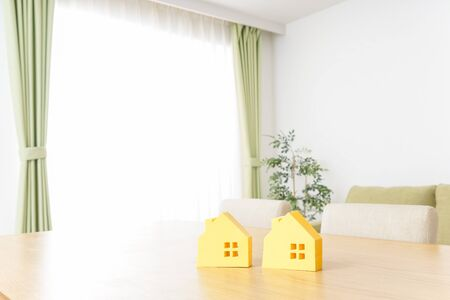 house hunting image Standard-Bild - 130733017