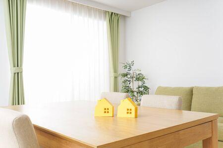 house hunting image Standard-Bild - 130733092