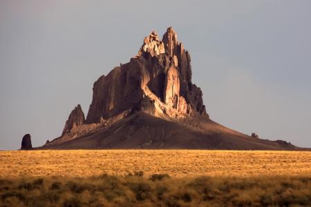 Dipingendo come immagine di Shiprock in New Mexico