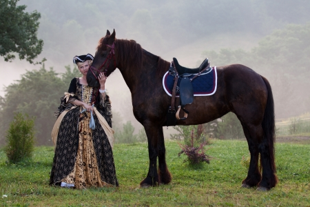 Woman in royal baroque dress, standing next to a horse in the fog Stok Fotoğraf - 21022574