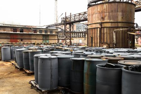 industria quimica: barril que contiene residuos peligrosos tanto en una empresa