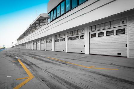 auto-motor speedway garage