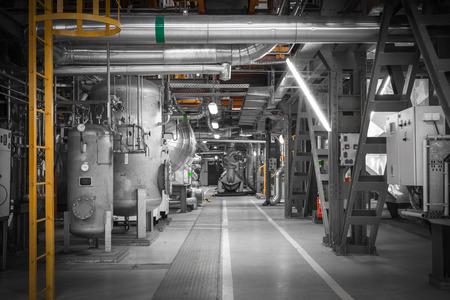 Attrezzature, tubi in una moderna centrale termica Archivio Fotografico - 29846622