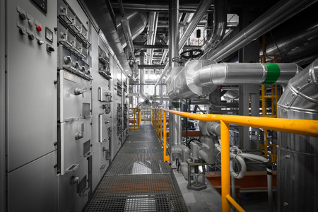 équipements, des tuyaux dans une centrale thermique moderne