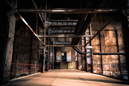 Oud verlaten industrieel interieur Stockfoto