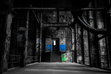Oude verlaten industriële interieur