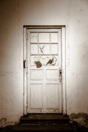 door casing: old door white wall