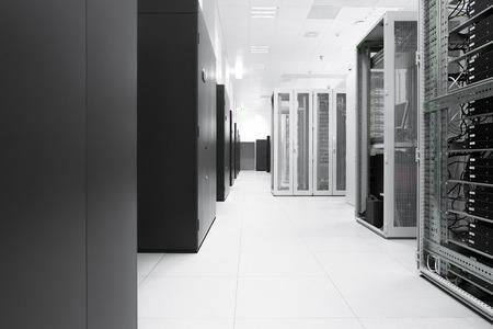 communicati ons server cluster in een serverruimte Stockfoto