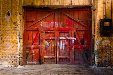 oude rode houten hek