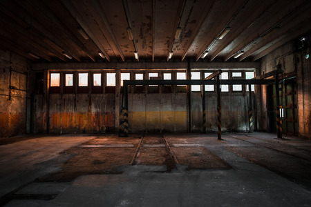放棄された車の修理ステーション 写真素材