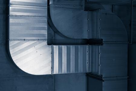 Systeem van ventilerende leidingen in een onderdoorgang Stockfoto