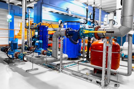 Apparatuur, leidingen als de binnenkant van de industriële Stockfoto