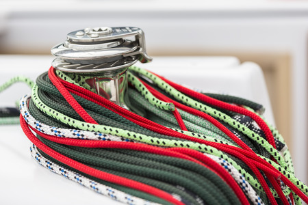the coloured ropes of a sailing ship 版權商用圖片