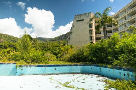 swimm: abandoned building, swimming pool