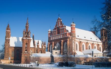 vilnius: Vilnius St Annes and Bernardinu Churches in winter