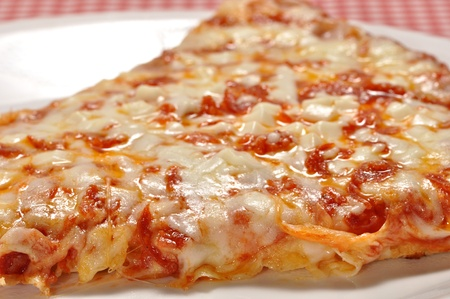 A closeup view of a slice of pizza 版權商用圖片