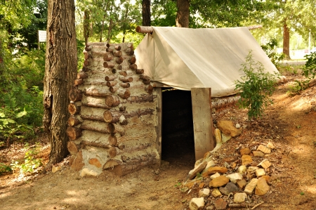 prisoner of war: A reconstructed prisoner of war living quarters at Camp Ford, Confederate POW Camp  Stock Photo