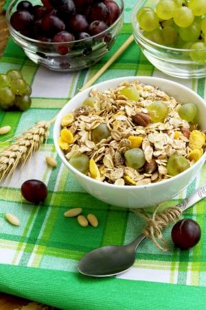 musli: Breakfast with musli and grapes
