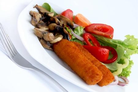 fishfinger: Fish fingers and salad