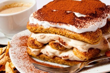 Tiramisu cake Imagens - 18455808