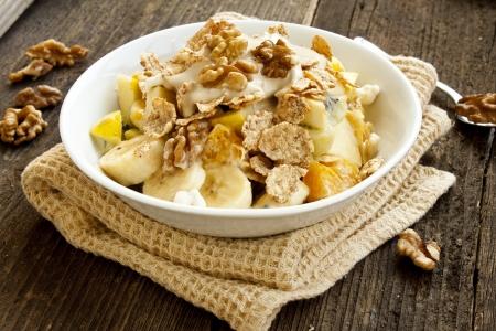 과일, 요구르트와 견과류 뮤 즐리 아침 식사 스톡 콘텐츠