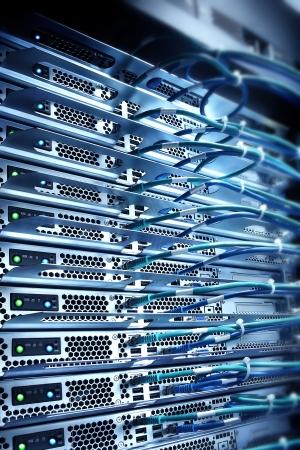 server verbonden met kabels, computing concept van