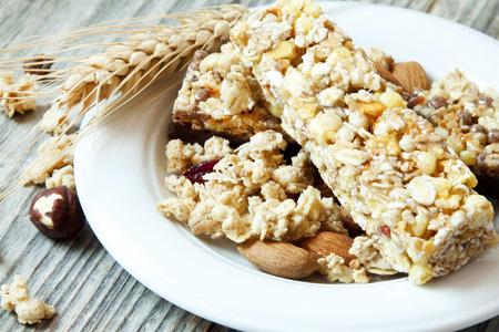 Müsli Getreide Bars, gesunde Granola Frühstück Standard-Bild - 25797402