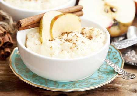 Rice Pudding with Apple Slices and Cinnamon Spice Imagens