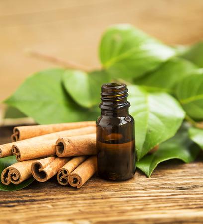 Kaneel Essence, Kaneel etherische olie fles, Alternatieve geneeswijzen, aromatherapie olie