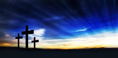 Christelijke Kruisen op de Heuvel met Sun Rays, christendom Symbool Stockfoto