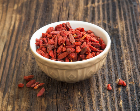 chinese wolfberry: Bowl of healthy goji berries, superfood fruits